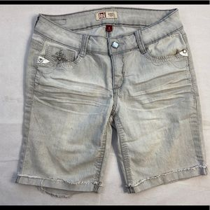 L.E.I Shorts above the knee bedazzled gray jeans 5